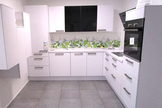 Melaminharz Superweiß L-Form Küche in Göppingen