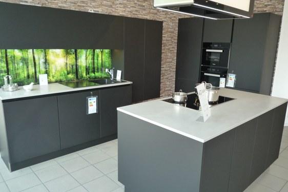 Mattlack Schwarz Insel-Küche in Pforzheim