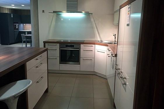 Schichtstoff Altweiß glänzend L-Form Küche in Bad Vilbel-Dortelweil