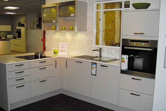 Mattlack Kaschmir L-Form Küche in Niederzier