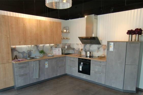 Melaminharz Spachtelbeton Perlgrau & Eiche Cornwall L-Form Küche in Schweinfurt