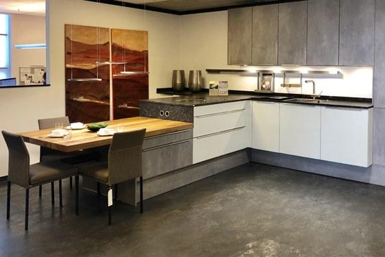 Strukturlack Weiß & Beton-Optik T-Form Küche in Darmstadt-Weiterstadt