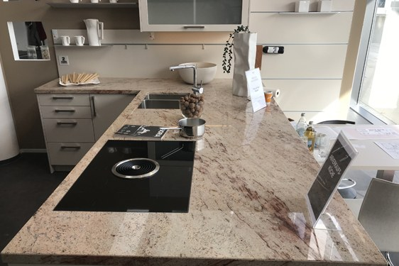 Schichtstoff Champagner Insel-Küche in Böblingen