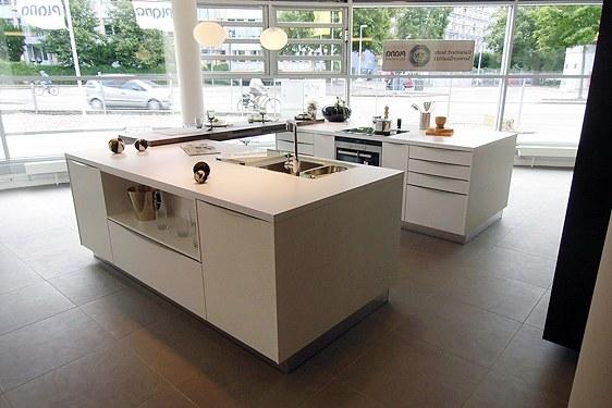 Mattlack Arcticweiß Insel-Küche in Offenburg