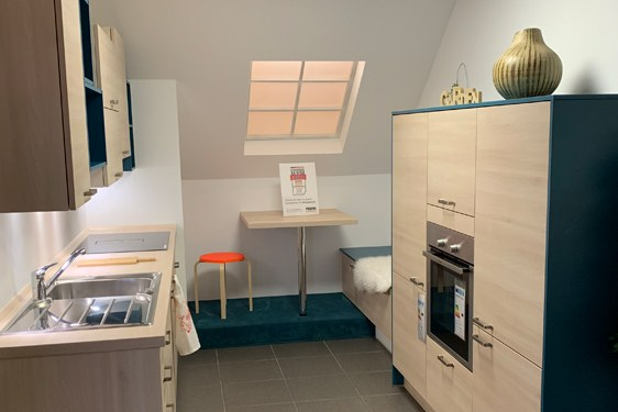 Schichtstoff Akazie Hell Zweizeilige Küche in Saarbrücken