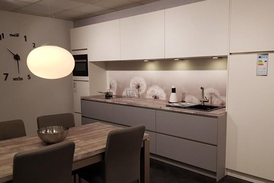 Schichtstoff Perlgrau & Weiß Einzeilige Küche in Niederzier