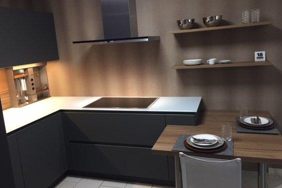 Mattlack Schiefergrau U-Form Küche in Bad Vilbel-Dortelweil