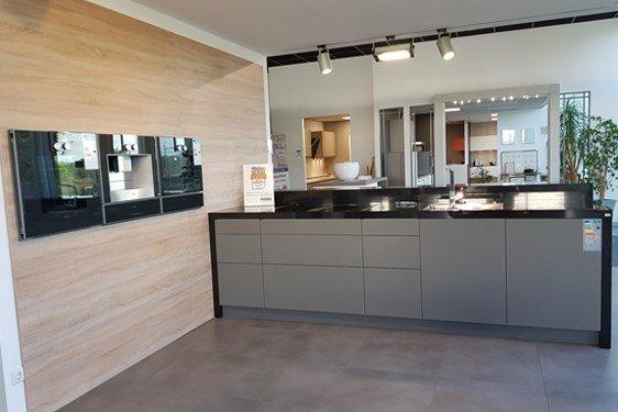 Glas Lavagrau Insel Küche in Niederzier