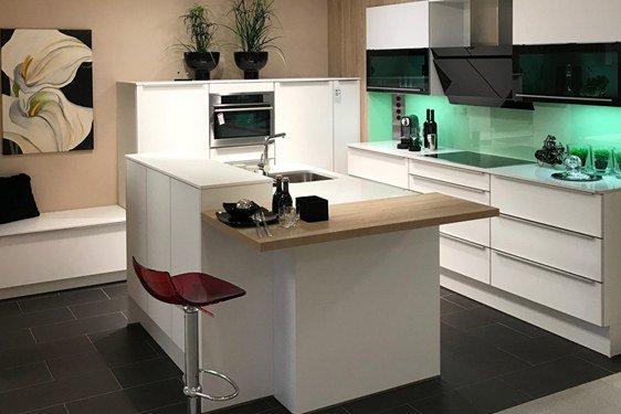 Insel-Küche mit Küchengeräten in 59557 Lippstadt