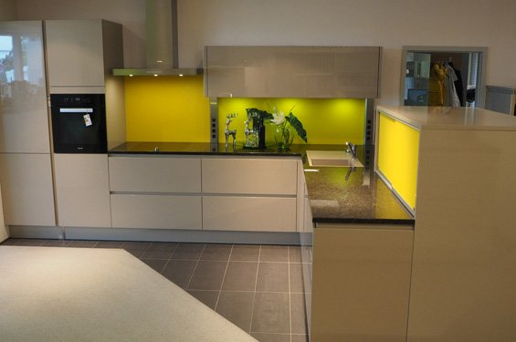 L-Form mit Küchengeräten in 59557 Lippstadt
