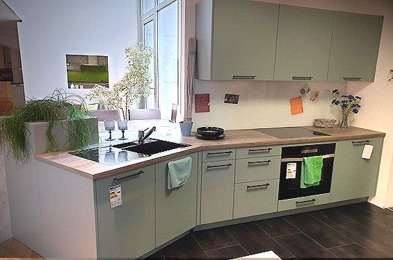Küchenzeile in Fjordblau mit Geräten in Singen