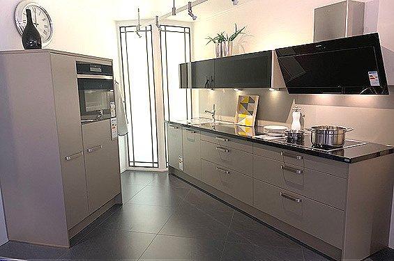 Zweizeilige Küche Cubanit mit Geräten in Germersheim
