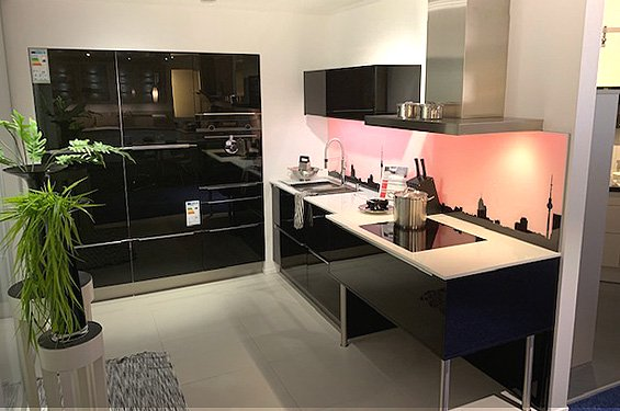 L-Küche schwarz mit Geräten in Germersheim