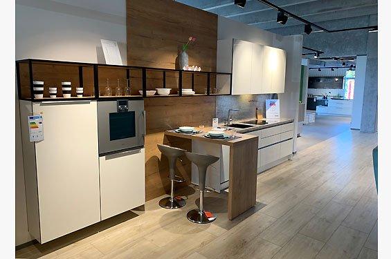 Einzeilige Küche ohne Küchengeräte in 75179 Pforzheim