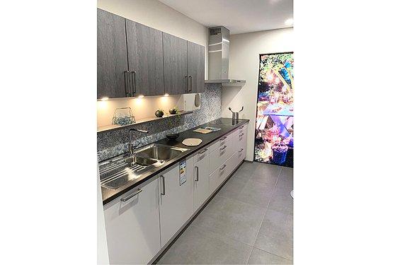 Zweizeilige Küche ohne Geräte in Pforzheim