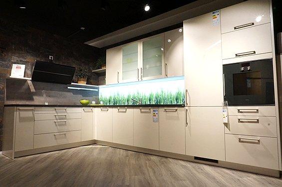 L-Küche Brilliantporzellanweiß ohne Geräte in Markgröningen
