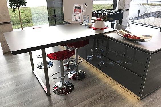 Insel-Küche Organic Glass onyxgrau