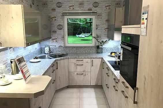 Küche in U-Form Eiche weißgrau/glanzsteingrau