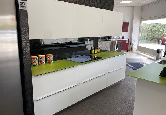 Inselküche Weiß in Bad Vilbel