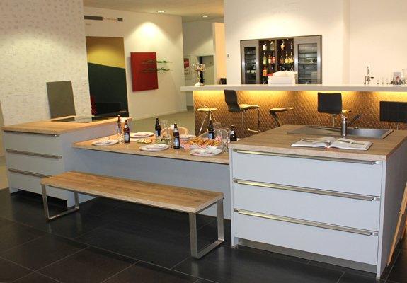 Inselküche perlgrau in Wiesbaden